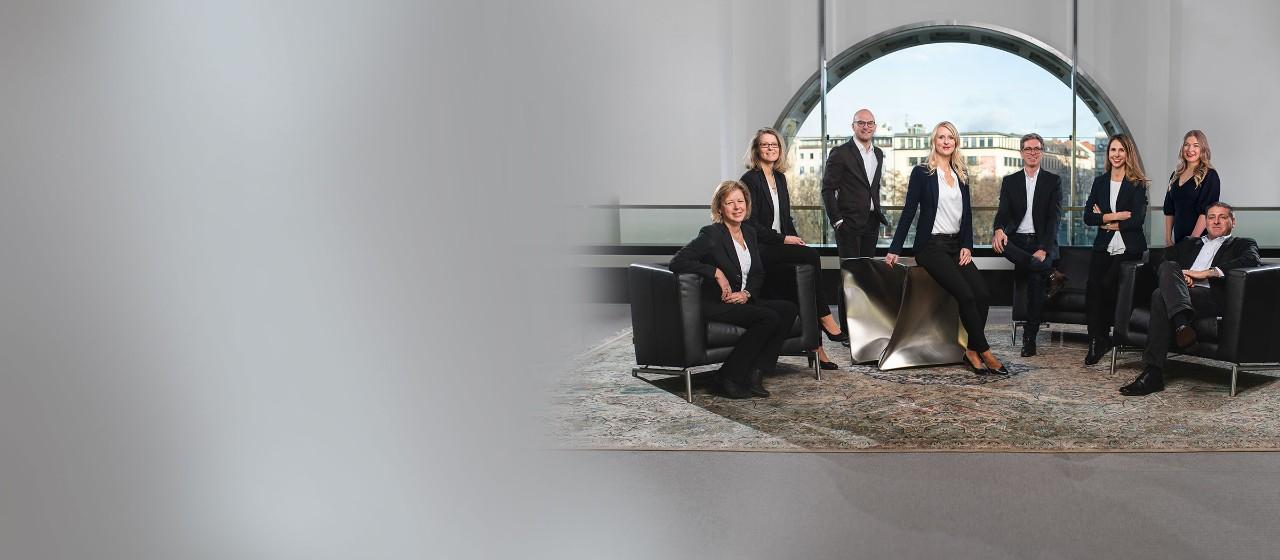 Unsere Makler, Gruppenfoto um die Leiterin Katja Ibendorf